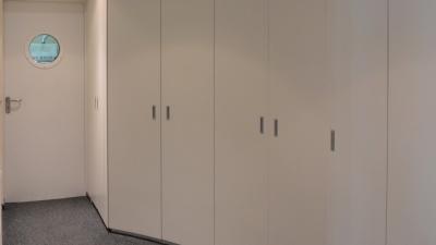 Armoires avec portes