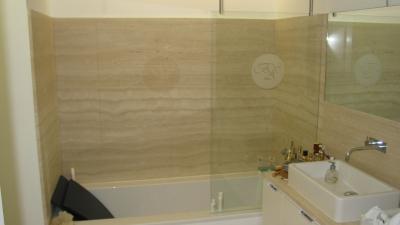 parois de douche with panneau agencement salle de bain. Black Bedroom Furniture Sets. Home Design Ideas