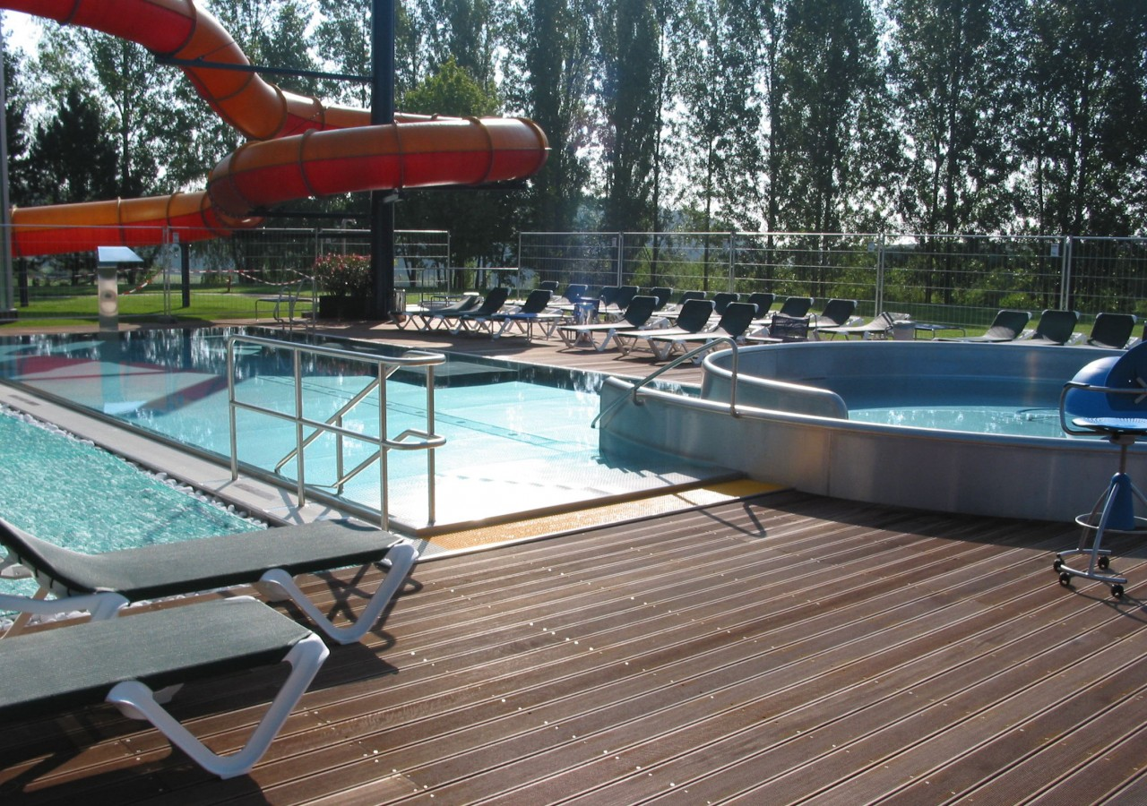 Redange piscine table basse relevable for Construction piscine olympique aubervilliers