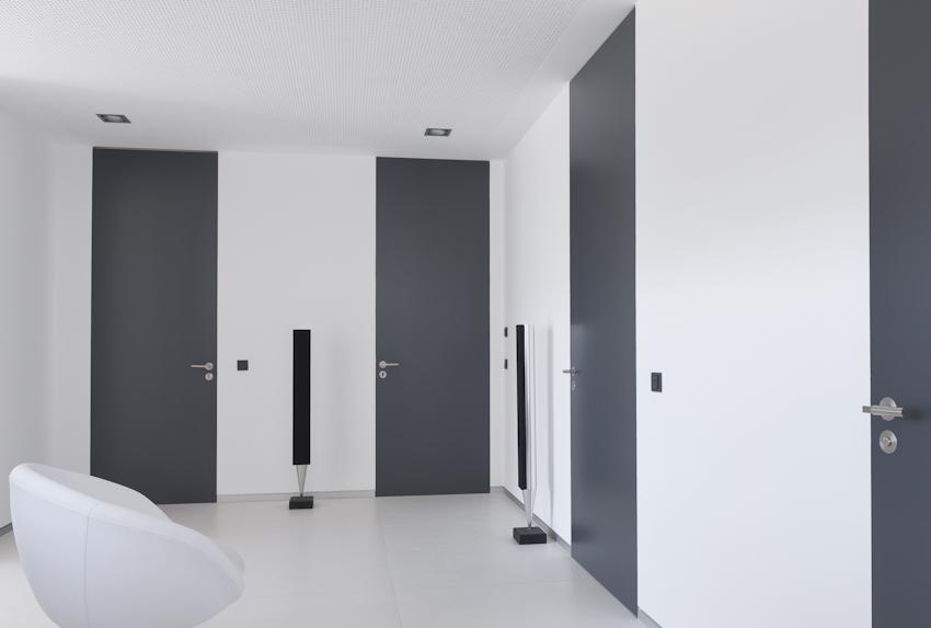 portes avec chambranle invisible et affleure avec le mur menuiserie weber. Black Bedroom Furniture Sets. Home Design Ideas