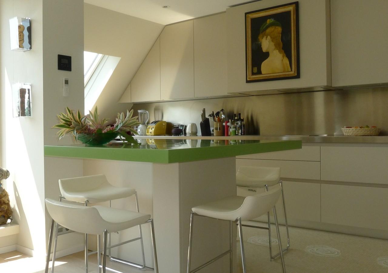 R alisation d 39 une cuisine sous toiture menuiserie weber for Realisation cuisine